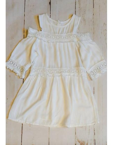 Biała lekka sukienka