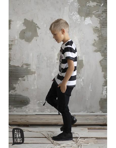 czarne spodnie z kieszeniami z przodu